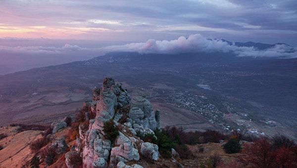Крымские cотрудники экстренных служб помогли заблудившимся вгорах туристам