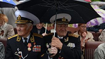 Ветераны Великой Отечественной войны перед началом Парада Победителей в Севастополе