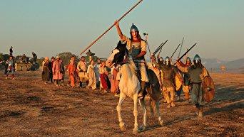 Крымский военно-исторический фестиваль Федюхины высоты завершился потешной битвой разных эпох, стилизированной под шахматную игру