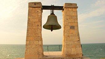 Колокол-маяк на мысе Херсонес