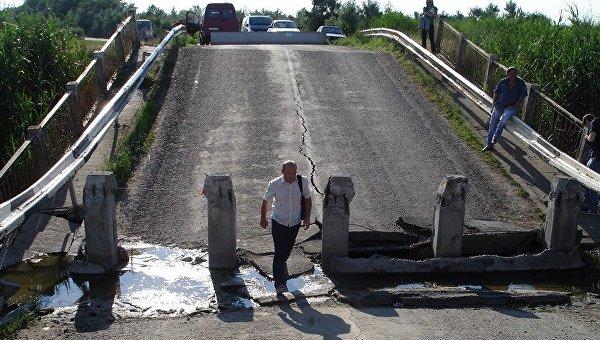 Вопрос собвалившимся мостом вДжанкойском районе решат доконца года