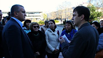Изгнанные из Симферополя торговцы пришли за помощью к Аксенову