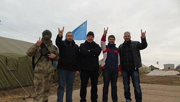Турецкие националисты из организации Серые волки приехали в штаб блокады Крыма с украинской стороны