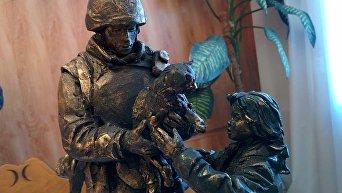 Макет памятника вежливому человеку в Симферополе
