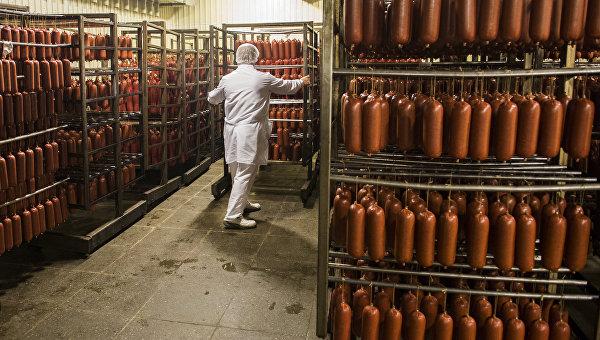 Производство колбасы на мясокомбинате