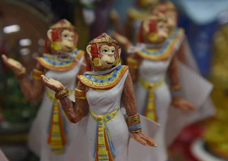 Обезьяньи перевоплощения: новогодние сувениры для крымчан