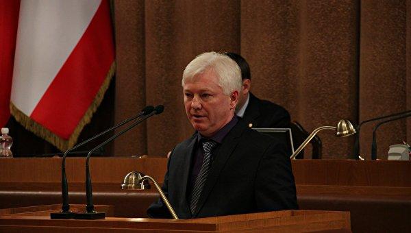 Аксенов удовлетворил объявление вице-премьера и преждевременно освободил Казурина отдолжности