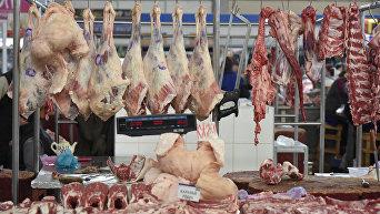 Продажа мяса на рынке Симферополя
