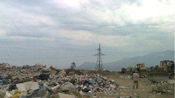 Свалка мусора в селе  Лучистом Алуштинского округа