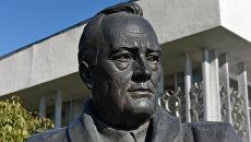 Ливадийский дворец. Памятник большой тройке: Франклин Рузвельт
