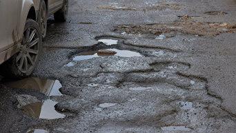 Состояние дороги на одной из улиц Симферополя