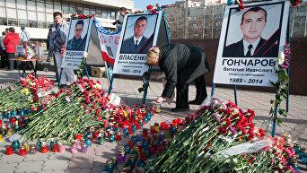 Портреты погибших сотрудников спецподразделения Беркут на площади Ленина в Симферополе