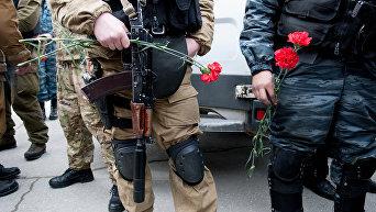 Крымчане провожают в последний путь правоохранителей, погибших на Майдане