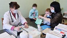 Дети в поликлинике. Архивное фото