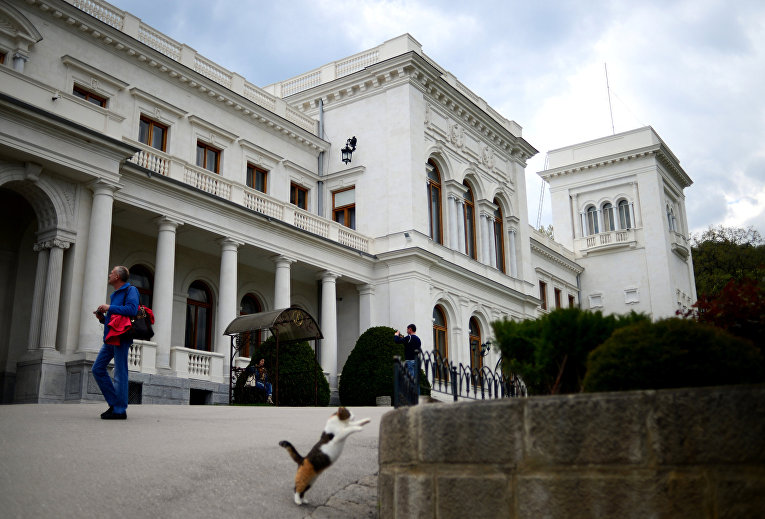 Кот в Ливадийском дворце в Крыму