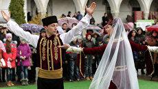 Мусульмане во время празднования праздника Навруз в Ханском дворце в Бахчисарае