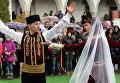 """Мусульмане во время празднования праздника """"Навруз"""" в Ханском дворце в Бахчисарае"""