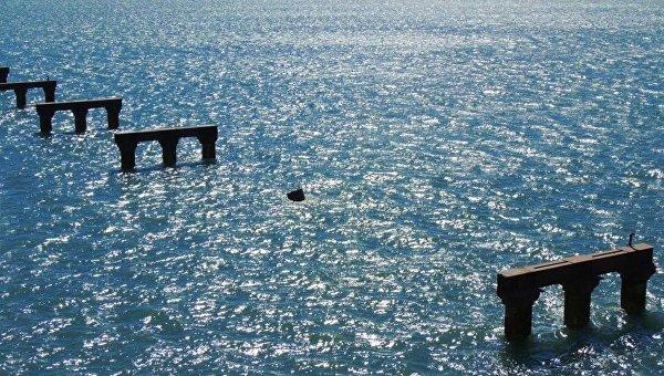 Опоры рабочего моста через Керченский пролив
