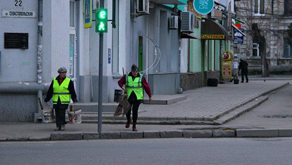 Уборка мусора в Симферополе. Дворники