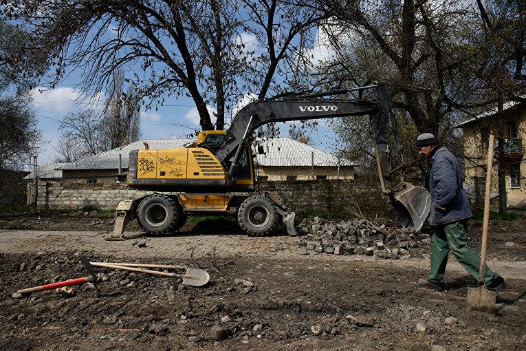Ремонт дороги на улице Жигалиной в Симферополе