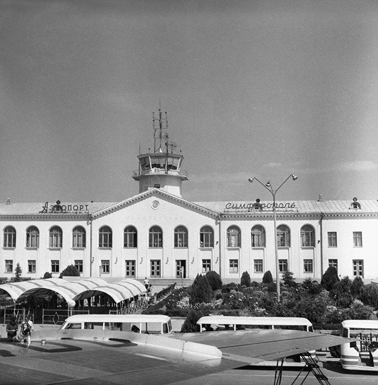 Крым в ч/б фото. Симферопольский аэропорт