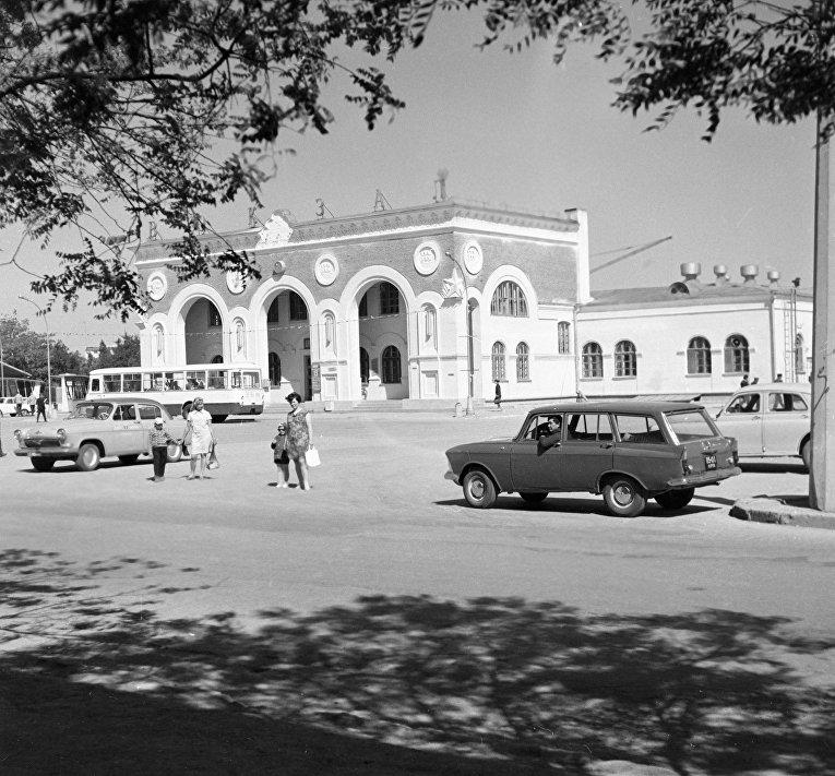 Крым в ч/б фото. Железнодорожный вокзал