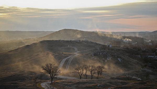Вид на гору Митридат рядом с Аджимушкайскими каменоломнями, Керчь