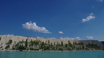 Заброшенный карьер в селе Скалистое Бахчисарайского района, который в народе называют Марсианским озером