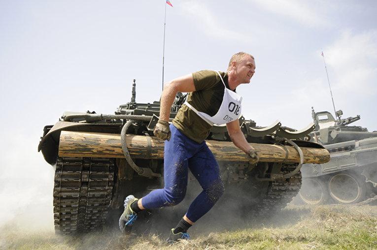 """Грязно, но задорно: """"Гонка героев"""" в Крыму – на пределе возможностей"""