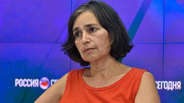 Экс-работник Госдепартамента США Элизабет Мюррей на пресс-конференции в мультимедийном пресс-центре МИА Россия сегодня в Симферополе