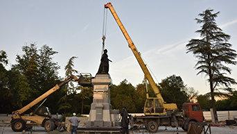 Монтаж памятника Екатерине II в Симферополе