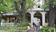 Демонтаж кафе Дубки на территории Ливадийского дворцово-паркового музея-заповедника