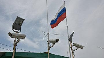 Камеры видеонаблюдения на пункте пропуска Джанкой на границе России и Украины