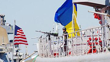 Флагман ВМС Украины сторожевой корабль проекта 1135 Гетман Сагайдачный и ракетный эсминец ВМС США Дональд Кук