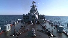 Гвардейский ракетный крейсер Москва. Стоп-кадры с видео, опубликованного Министерством обороны РФ на своем официальном канале в YouTube).