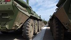 Бронетранспортеры БТР-80 во время репетиции Парада Победы