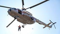 Спасатели МЧС РФ проводят учения по воздушно-десантной подготовке в Амурской области