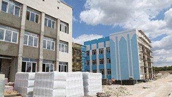 Строительство школы. Архивное фото