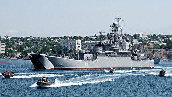 Большой десантный корабль Азов в Севастополе. Архивное фото