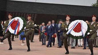 Французские делегаты в Крыму посетили мемориал Красный