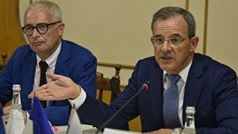 Французские делегаты прибыли в Крым. Депутат Национального Собрания Франции Тьерри Мариани (справа)
