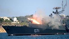 Малый противолодочный корабль МПК-118 (Суздалец) во время празднования Дня Военно-морского флота России в Севастополе. Архивное фото