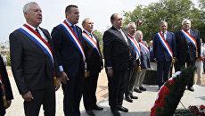 Французские депутаты в Крыму почтили память погибших в Крымской войне и исполнили гимн
