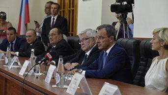 Встреча в Севастополе с членами делегации французских парламентариев, которую возглавляет депутат Национального собрания Франции Тьерри Мариани