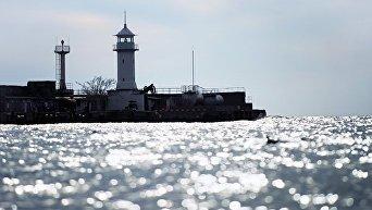 Маяк Ялтинского порта