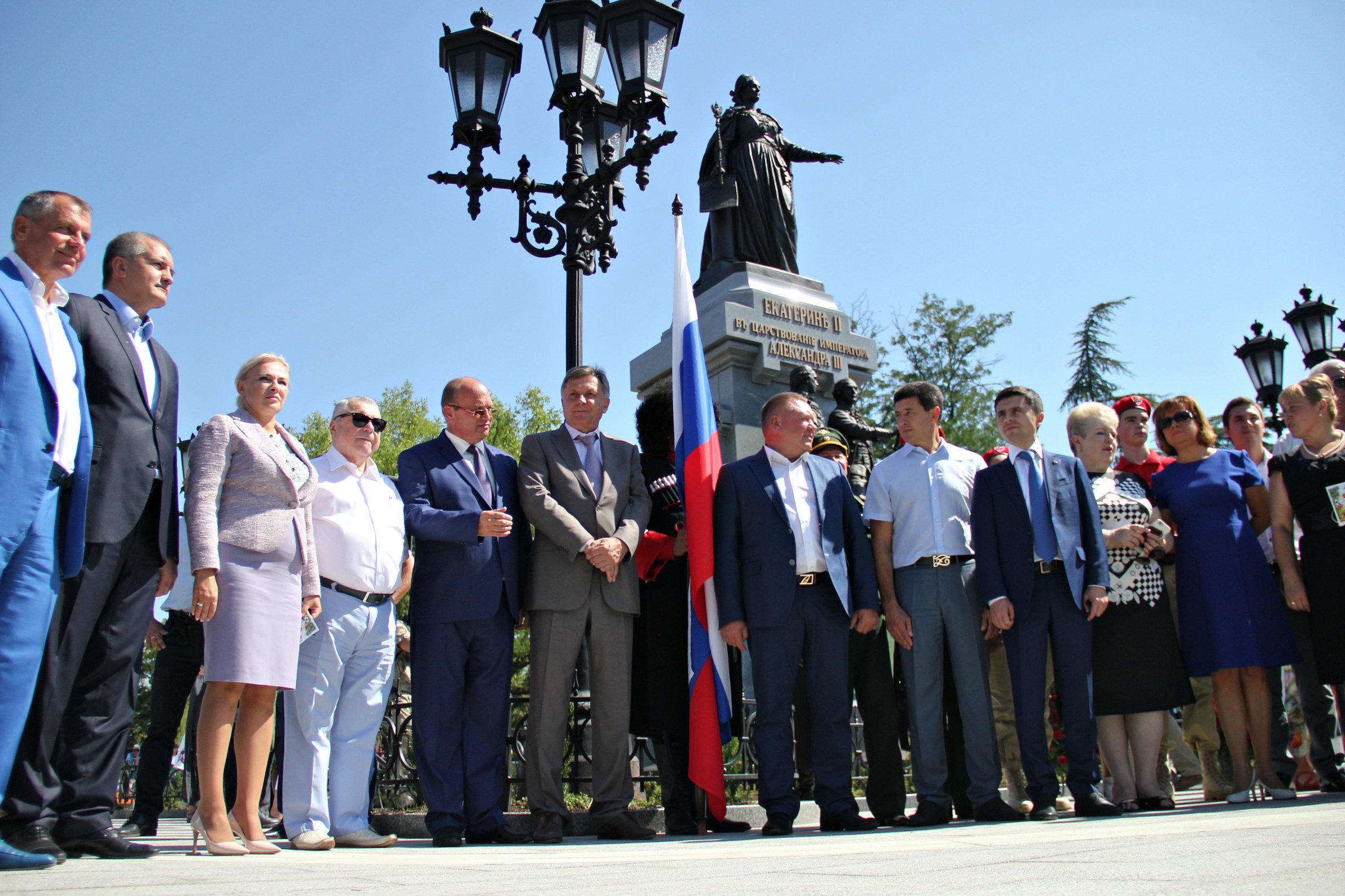 У Сімферополі відкрили пам'ятник Катерині ІІ - фото 3