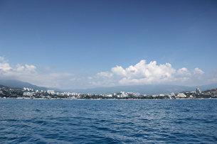 Вид на город Алушту с моря