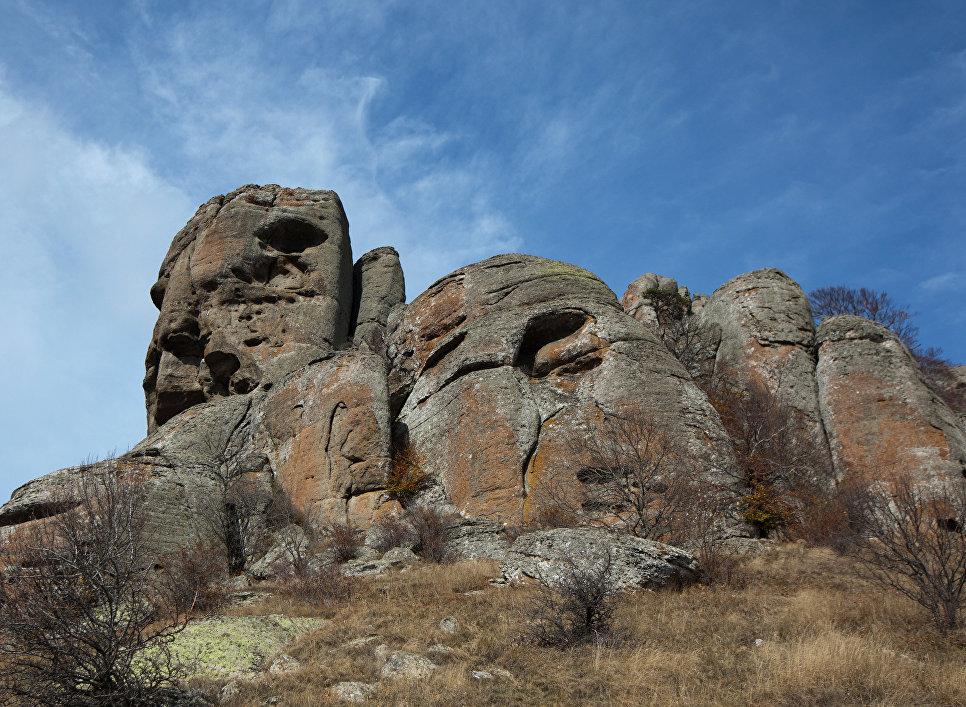 Скала Голова Екатерины над южным склоном горы Демерджи в Алуште
