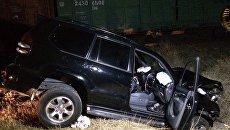 Под Севастополем Toyota Land Cruiser столкнулся с маневровым тепловозом