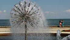 Фонтан на набережной города Керчь